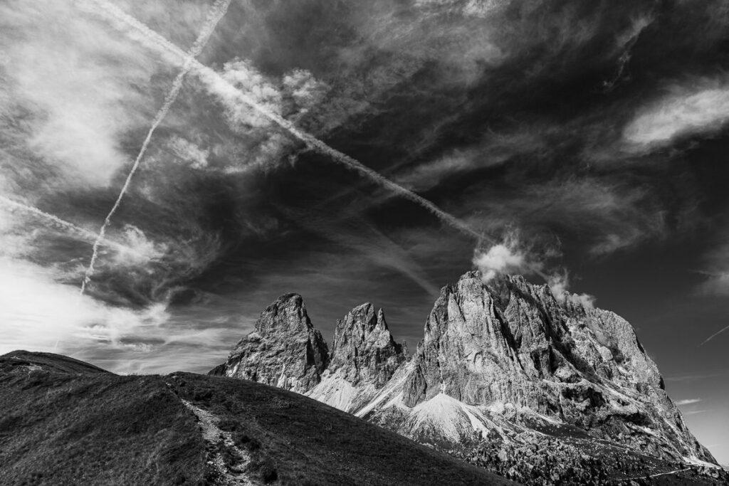 Sellajoch Dolomiten - Schwarz-Weiß Fotografie - Berg Bild, Südtirol – Landschaftsfotografie Wandbild