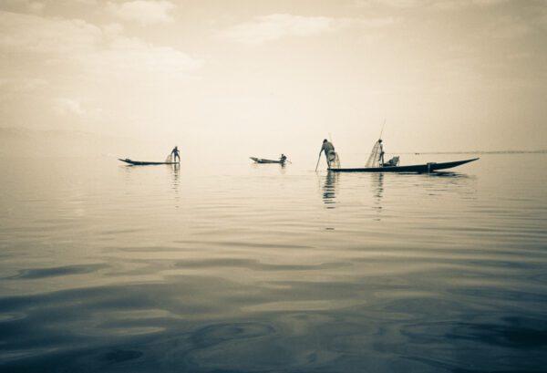 Einbein Fischer mit Fischernetz am Inle-See - Shan-Staat - Myanmar Burma