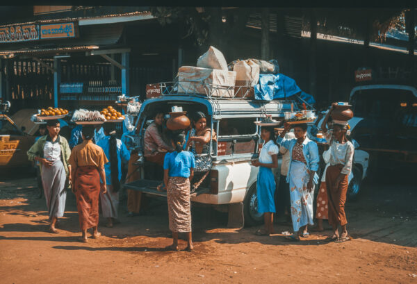 Frauen am Markt - Street Photography - Myanmar - Burma - Birma