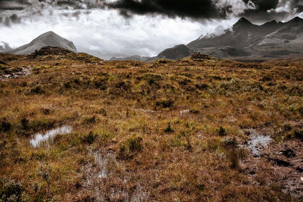 Hochebene der schottischen Berge - Wolkenhimmel - Schottland Highlands