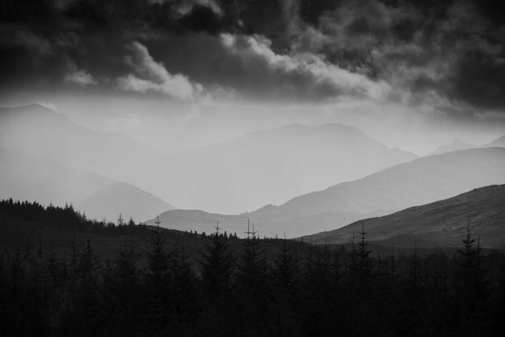 In den schottischen Bergen - Schwarzweißfotografie - Schottland Highlands