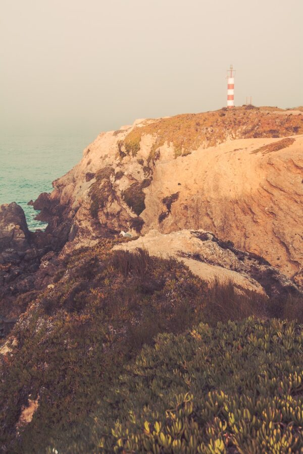 Leuchtturm bei Sines Atlantikküste Portugal, Sandstrand mit Brandung - Sines Portugal