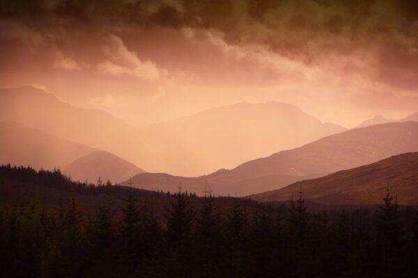 Die schottischen Highlands - Warme Lichtstimmung - Wandbild Schottland