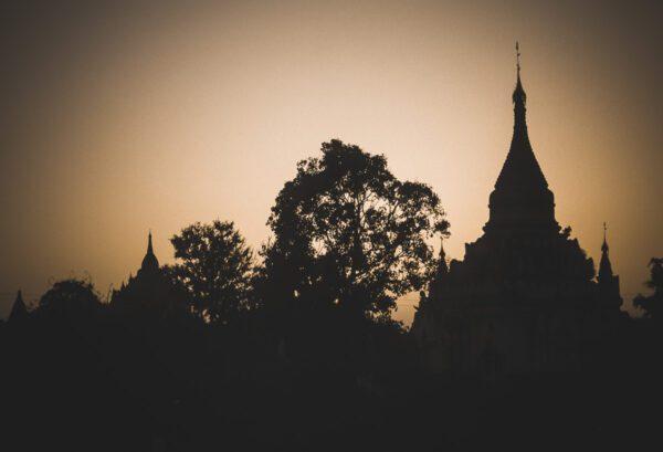 Stupas und Pagoden im Gegenlicht Bagan - Myanmar - Burma - Birma