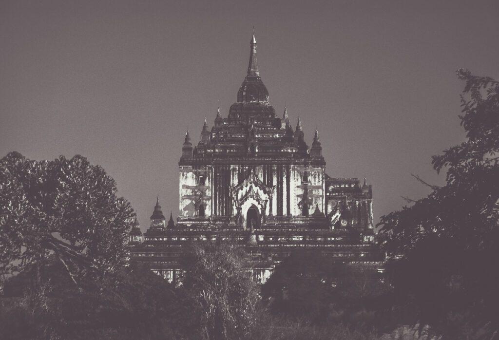 Tempel Myanmar - Vintage Bild alter Tempel in schwarz weiß - Wandbild Myanmar