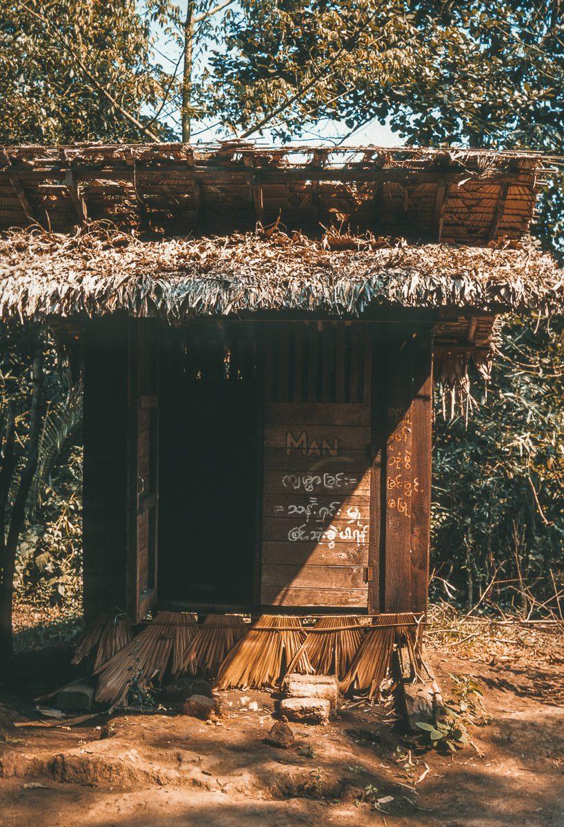 Toiletten Hütte - Vintage Street Photography - Myanmar - Burma - Birma