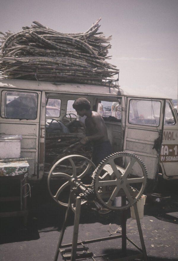 Vintage Bild - Zuckerrohrsaft Presse Straßenverkauf