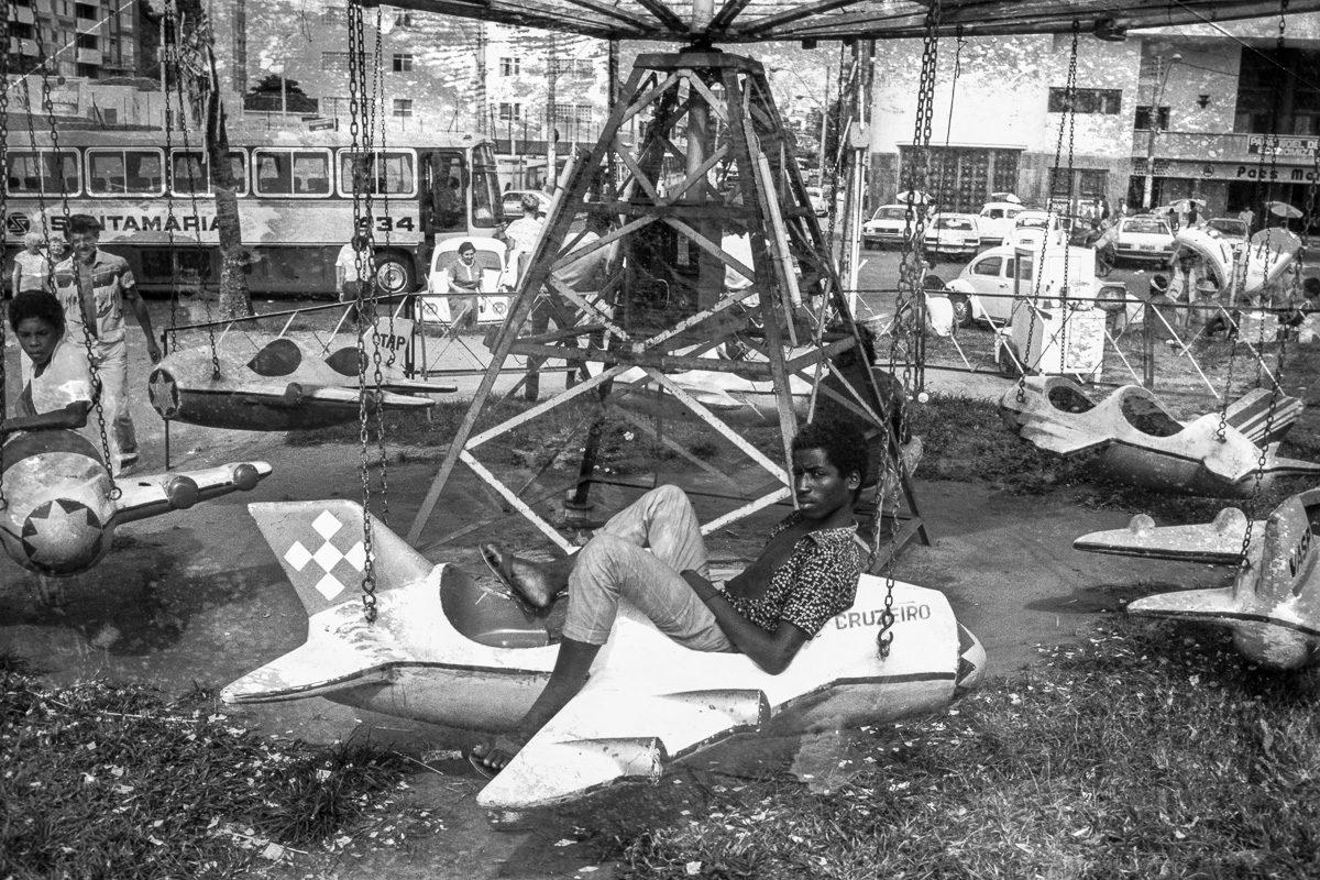 Vintage Kettenkarussell Brasilien Schwarzweißfotografie – Vintage Wandbild Brasilien