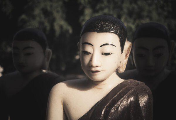 Wandbild von Buddha Statuen in Myanmar, Burma - Birma als Wandbild