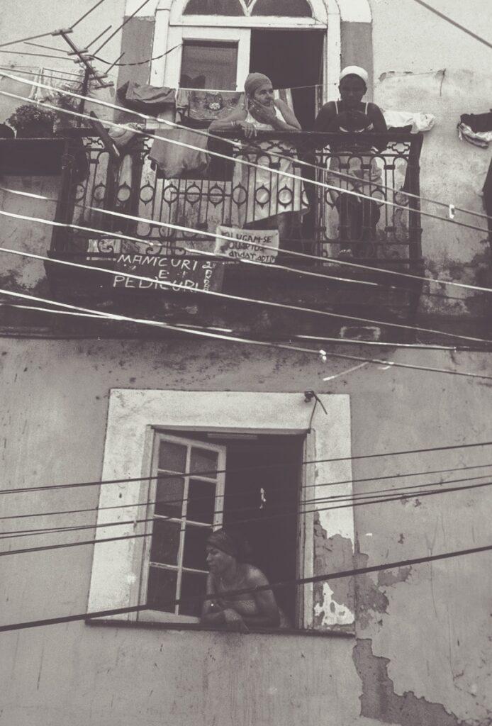 Straßenszene am Balkon Brasilien – Vintage Wandbild