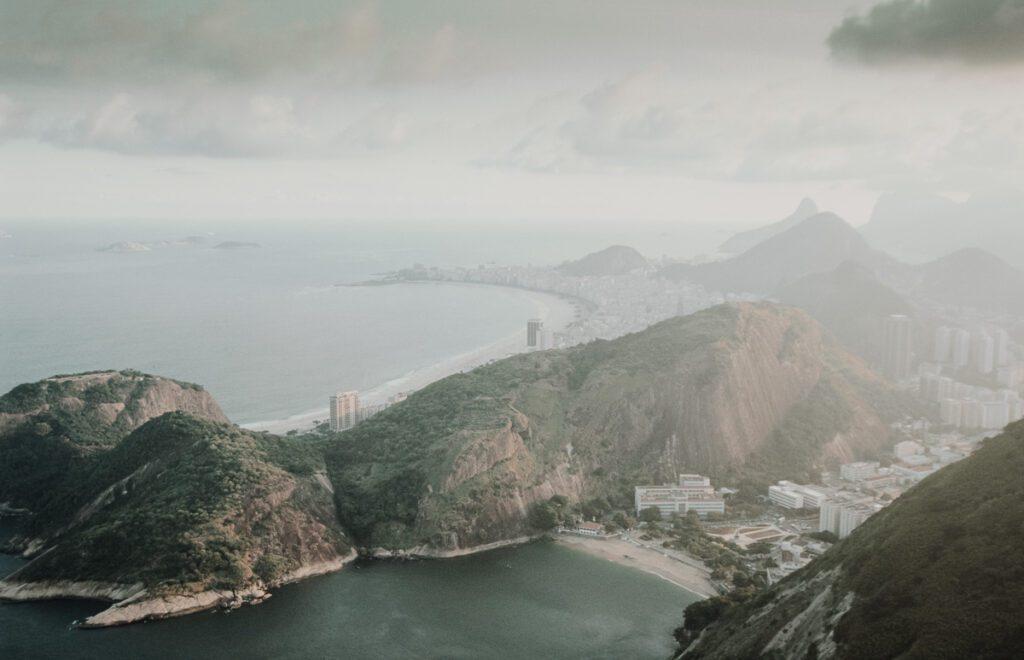 Vintage Bild, Copacabana von oben – Rio de Janeiro, Brasilien